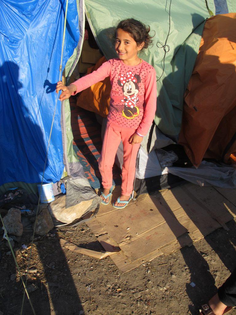 100 flyktingar tvingades övernatta i tält | SvD